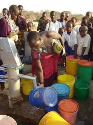 tanzania_womanatborehole_02.jpg