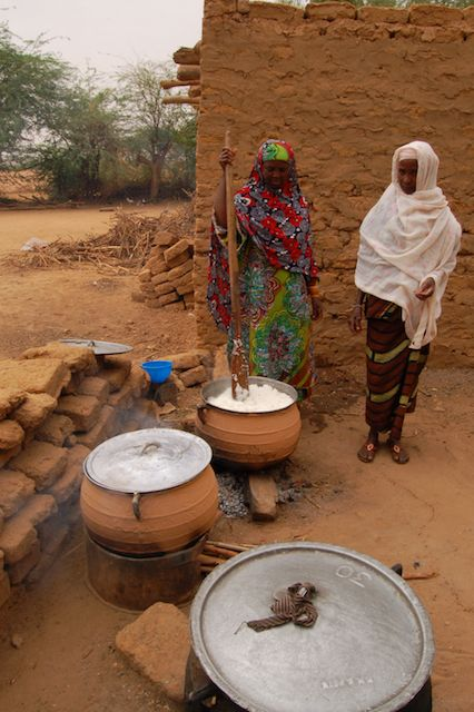 Women cooking in the Sahel