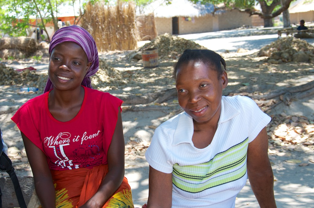 Dalia Joao (left) is a community health worker in Nacala-a-Velha, Mozambique. She cares for patients like Sifa Nuro (right) who are learning to manage their HIV. Photo: Simon Chambers