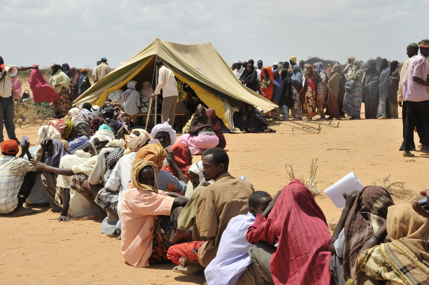 Refugees at the Ifo Extension refugee camp awaiting tent assignment. Photo: ACT/Paul Jeffrey