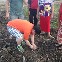 Jordan planting yucca in Cuba. Photo: Suzanne Rumsey