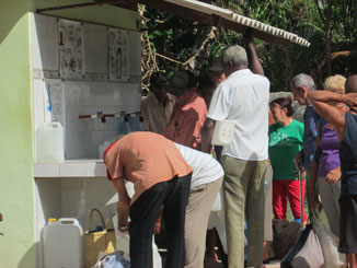 People line up in Los Arabos, Cuba to receive clean, potable water from La Trinidad parish. Photo: Anne Marie MacNeil