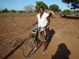 Rosa's bicycle helps her to cover the more than 1500 square kilometers of her territory as a Community Health Worker in Mozambique. Photo: Zaida Bastos