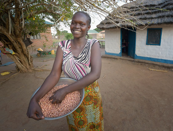 Rose preparing food for her family in Mundri, South Sudan, where she fled during the violence. Photo: Paul Jeffrey