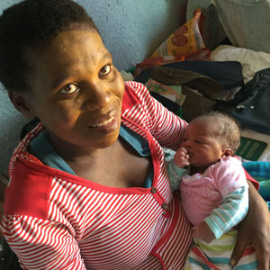 Nosakimo and her one-week old baby girl Ayabanga are supported by PWRDF partner The Keiskamma Trust in South Africa. Photo: Zaida Bastos