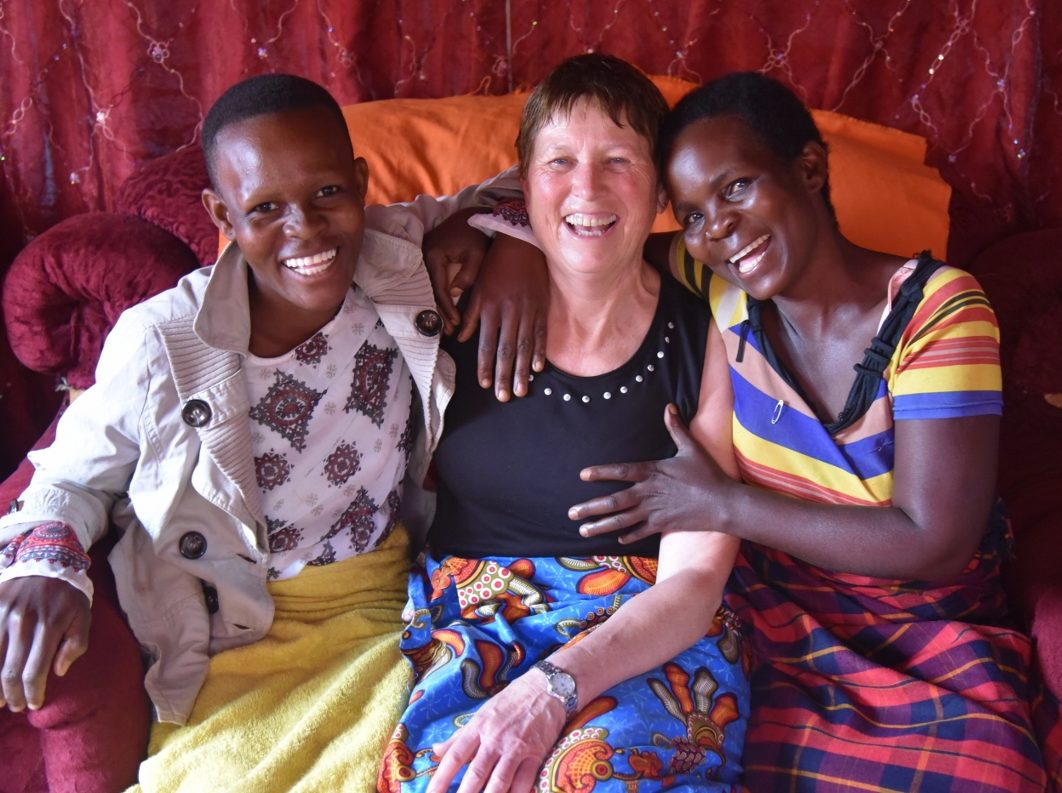 Debora Kantor (middle) with her host Olient Nyasulu (right) and Olient's daughter Flyness Banda (left) in Malawi.